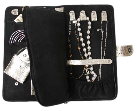 jewelry+case+inside_clipped_rev_1