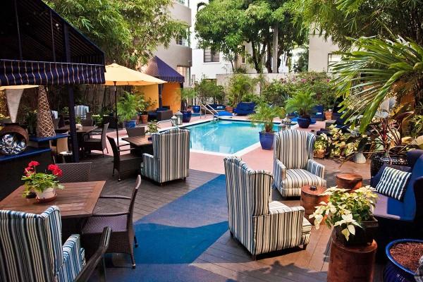 Riviera-Pool-600x400