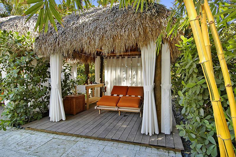 The Palms Tiki Cabanas IV 800px