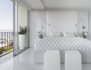 beauty-white-bedroom-ideas-with-king-size-bed-with-mattress-and-pillows-and-white-laminate-floor-and-relaxing-seating-945x724