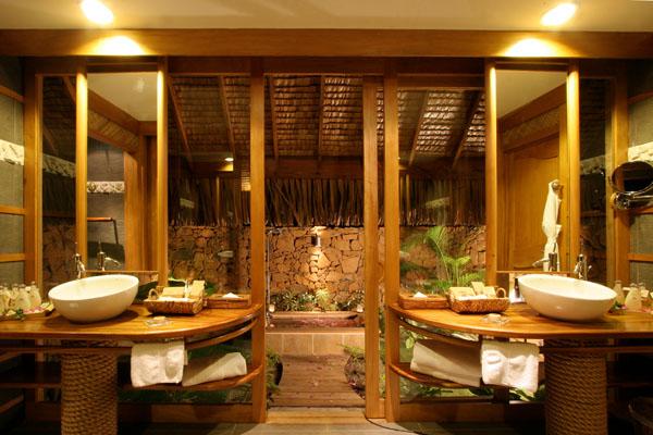 ROYAL BEACH VILLA BATHROOM